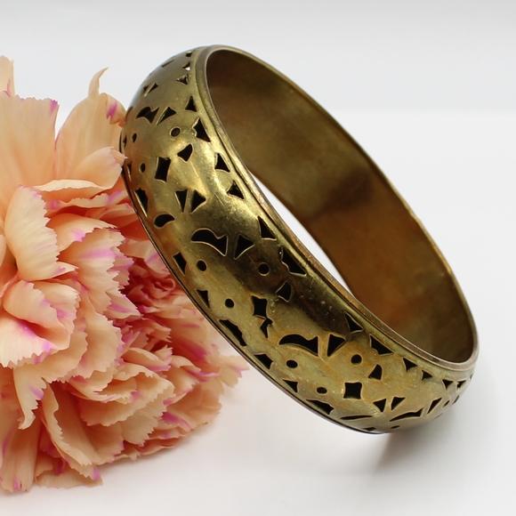 Vintage Jewelry - Vintage brass bangle bracelet